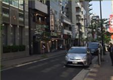 そのまま直進し、左手に別邸福の花浜松町店が見えます。